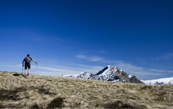 Wandern am Berg Tamaro