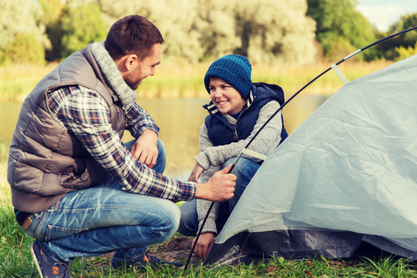 Camping Aufbau mit Kindern