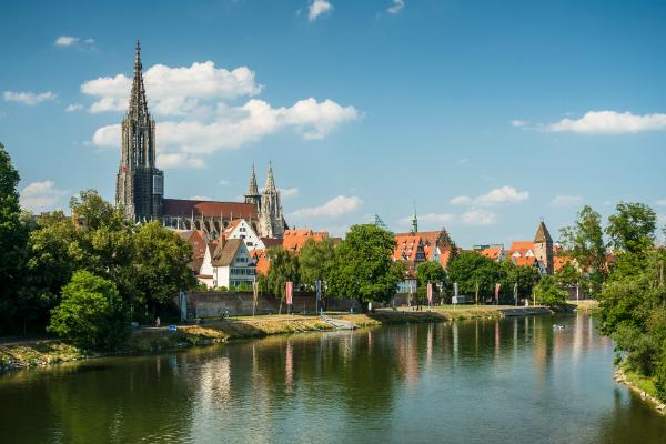 Die malerische Altstadt von Ulm mit dem größten Kirchturm der Welt am Ulmer Dom