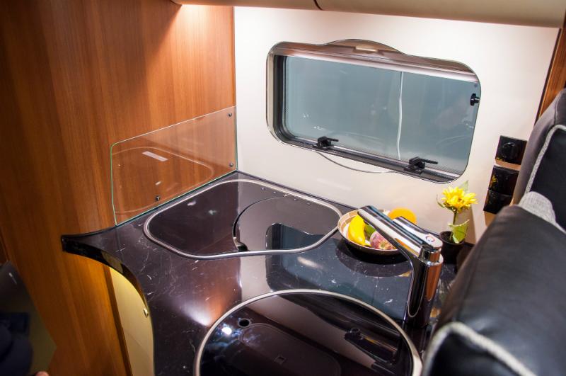 warmwasser im wohnwagen und wohnmobil schlanser magazin. Black Bedroom Furniture Sets. Home Design Ideas