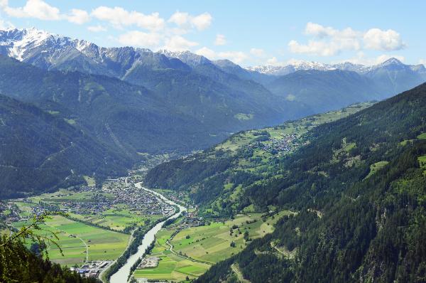 Blick auf eine malerische Landschaft in Tirol