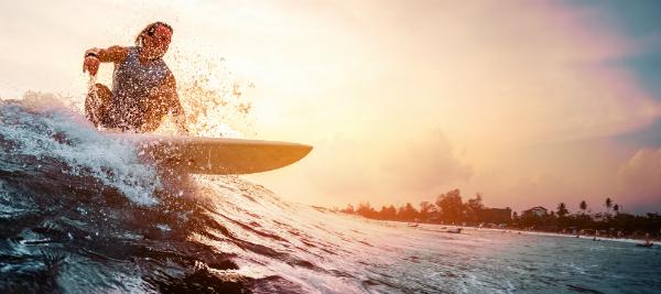 Das Meer an der Costa Brava ist an vielen Stellen ideal zum Surfen geeignet
