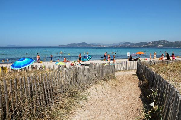 Hyeres Strand Mittelmeerkueste Frankreich