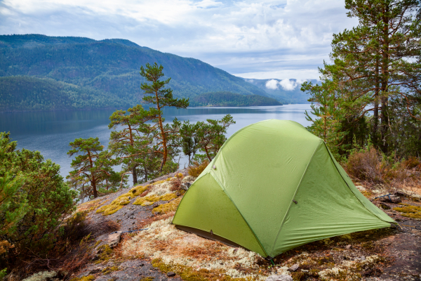 Wildes Camping an einem See in Norwegen