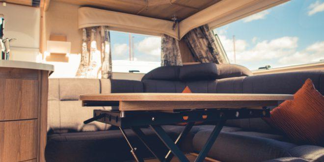 im wohnwagen s ulentische und hubtische nachr sten oder. Black Bedroom Furniture Sets. Home Design Ideas