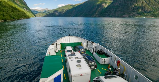 Fähre in einem norwegischen Fjord