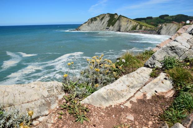 Die malerische Küste am Golf von Biskaya
