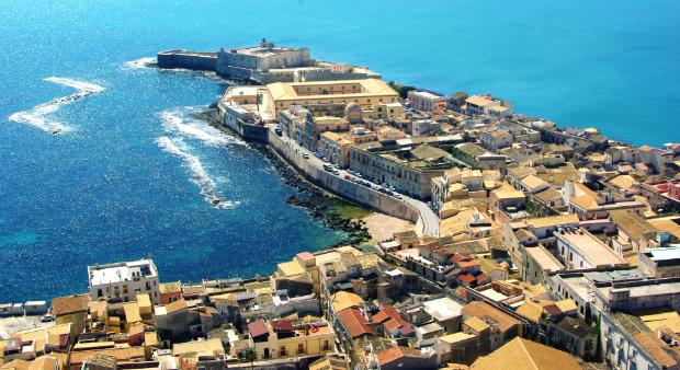 Die Küstenstadt Syrakus