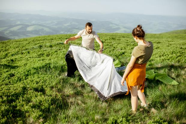 Beim Aufstellen des Zeltes