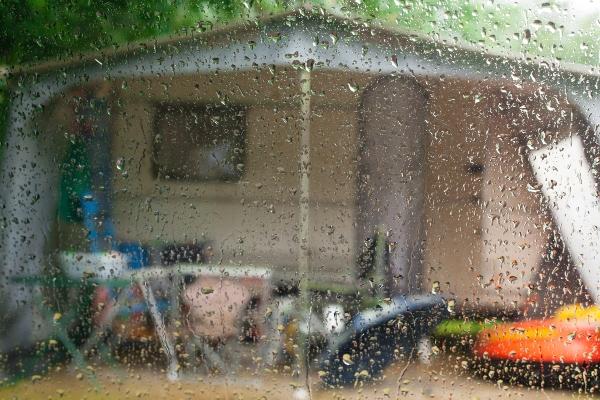 regnerischer-tag-caravan