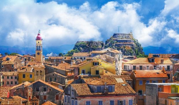 Blick über die Häuserdächer von Korfu-Stadt