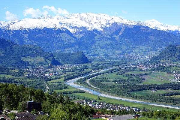 Fuerstentum Liechtenstein Blick von Triesenberg in die Schweiz
