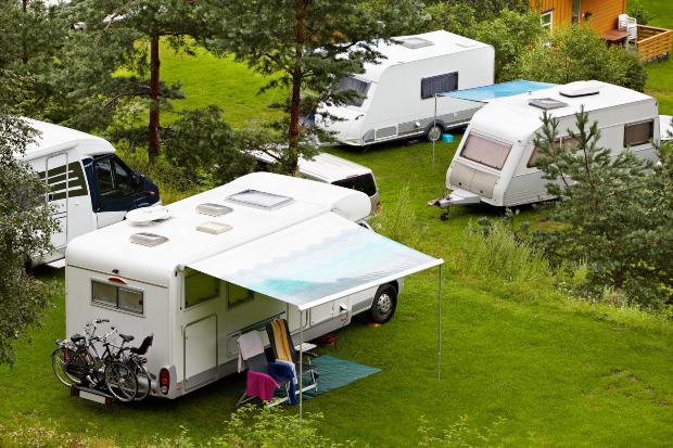 Wohnmobile auf Campingplatz - Camping Dauerstellplatz