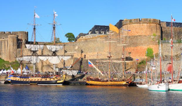 Blick auf Schloss und Hafen von Brest, Bretagne