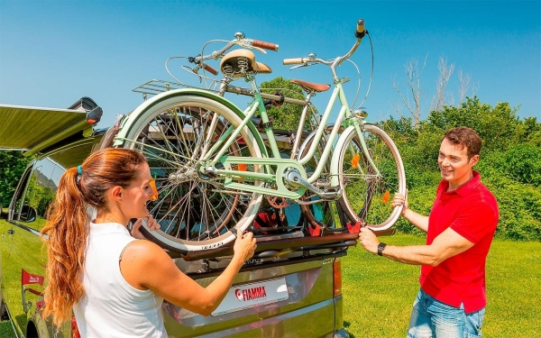 Fiamma Carry Bike Fahrradtraeger fuer VW T5 mit Heckklappe Camping in den Niederlanden