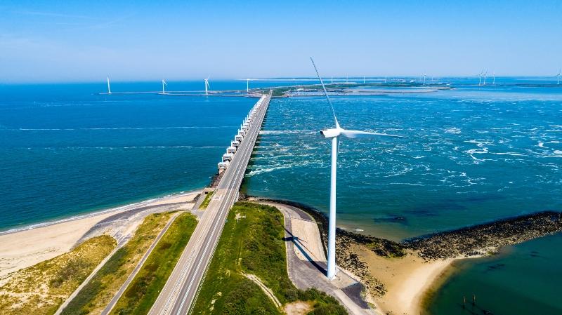 Kuestenaufnahme aus der Luft in Zeeland Oosterschelde