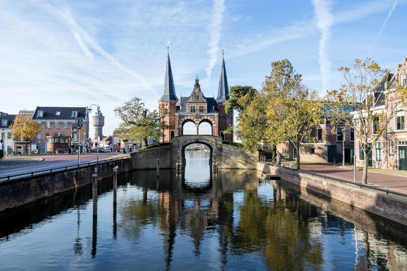 Wassertor in Sneek Niederlande Camping in den Niederlanden