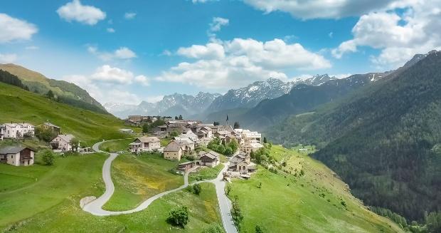 Gemeinde Scuol im Egadin - Wildcampen in der Schweiz ist in Naturschutzgebieten nicht erlaubt