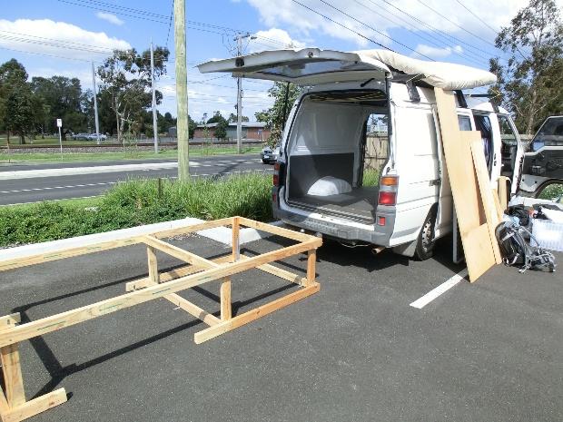 Camper Ausbau, Bettgestell ist bereit zum Einbau