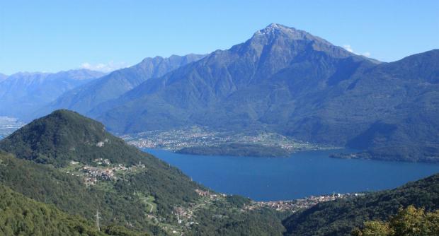 Die Alpen mit dem Monte Legnone bieten eine atemberaubende Kulisse